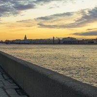 Дворцовая набережная на закате :: Valerii Ivanov