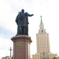 Памятник Мельникову :: Mitya Galiano