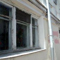 Окошки домов в Подмосковном городе Дзержинский. :: Ольга Кривых
