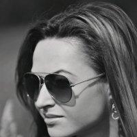 Li :: Katerina Lesina
