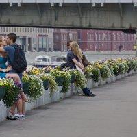Двое в пространстве города :: Евгений Жиляев