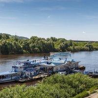 Кораблик ждет на речную прогулку :: Надежда Лаптева
