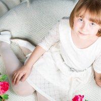 Девочка в цветах :: Юлия Карпенко