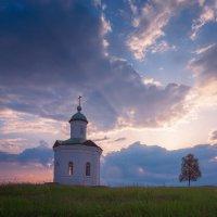 Константиновская часовня на рассвете :: Александр Бобрецов