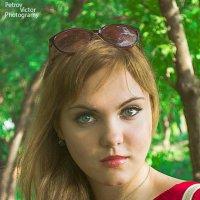 девушка в красном) :: Виктор Петров