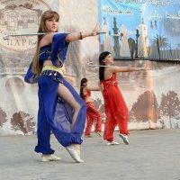 Индийский танец с клюшками :: Владимир Болдырев