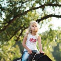 Девочка на коне. :: Руслан