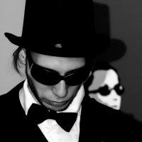 Men in Black :) :: Daniel Goldberg