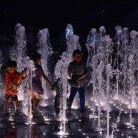 Поющие фонтаны и танцующие дети. :: Ludmila Frumkina