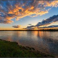 Краски июньского заката :: Сергей Бережко