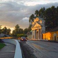 вдоль парадных ворот монастыря :: Сергей Кочнев