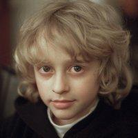 Портрет пытливого мальчика :: Анатолий Бастунский