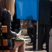 блондинка в красных туфельках :: Александр Беляков