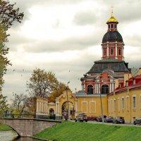 Северный вход в Александро-Невскую Лавру и Благовещенская церковь :: Олег Попков