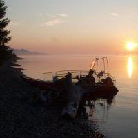 Восход над озером :: Алексей Губанов