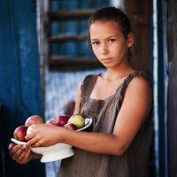 Евгений Матвеев - Портрет Риты с яблоками :: Фотоконкурс Epson