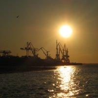 В порту, вечерело :: Maxim Bondar