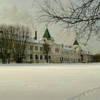 Здание бывших казачьих казарм :: Олег Попков