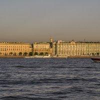 Катер на рейде :: Valerii Ivanov