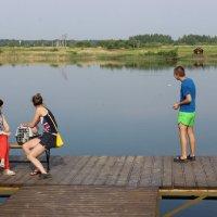 Трое на мостике, не считая собачки :: Татьяна Пилипушко