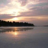 Закат на Бородаевском озере :: Валерий Талашов