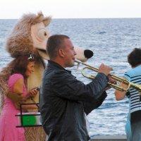судьба играет человеком,а человек играет на трубе :: Ольга Рывина