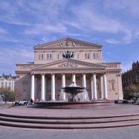 Большой театр и фонтан около него :: Светлана .