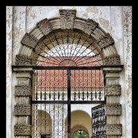Монастырские ворота :: Виктор (victor-afinsky)