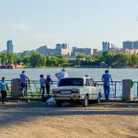 Прогулка по набережной :: Sergey Kuznetcov