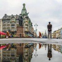 На фоне достопримечательностей :: Valeriy Piterskiy