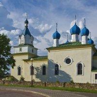 Церковь Святой Троицы: последние солнечные лучи - через полчаса начнется гроза :: Владислав Писаревский