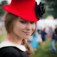 Скромное обояние красной шапочки :: Valery Penkin