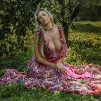 наталья -( в саду) :: юрий макаров