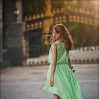 Женщина отличается от мужчины тем, что продумывает не свои шаги, а свою походку :) :: Алексей Латыш