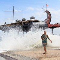 Волна нечаянно нагрянет... :: Павел Белоус