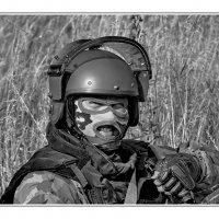 Улыбка... Человек в шлем-маске... :: Александр