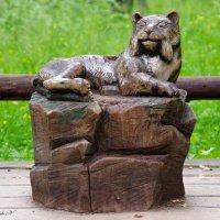 Деревянная скульптура в парке :: Валерий Новиков