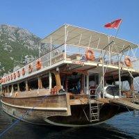 Кораблик. Путешествие по Бока Которскому заливу. Черногория. :: Люда Валяшки