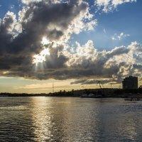 Окно в небо :: Денис Бажан