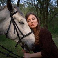 Девушка с конем по имени Скиф :: Никита Пищов