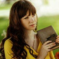 with the book :: Мария Буданова