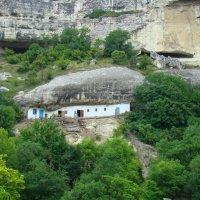 Домик в скале :: Константин Жирнов