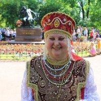 На фоне Пушкина снималась.... :: Tatiana Markova