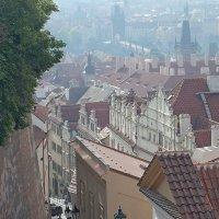 Прага утренняя - один из сходов от Пражского Града в Малую Страну. :: Юрий Цыплятников