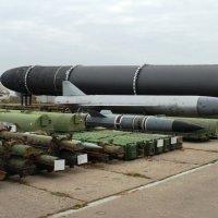 Ракетный арсенал бывшей ядерной державы... :: Николай Варламов