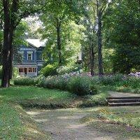 Вид на дом со стороны нижнего уровня парка :: Александр Буянов