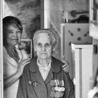 Мать  и  дочь :: Геннадий Тарасков