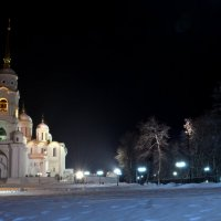 ночной вид на Успенский собор :: Денис Шерышев