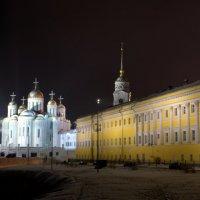 Успенский собор в ночи :: Денис Шерышев