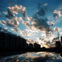 Отразившись  в  улице :: Геннадий Тарасков